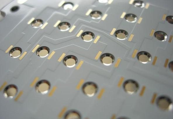 Through-hole aluminum PCB
