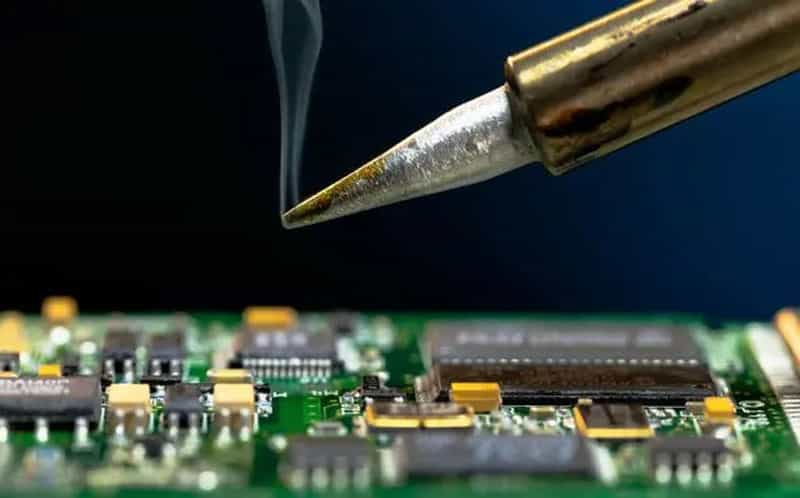 Soldering process in PCB assembly